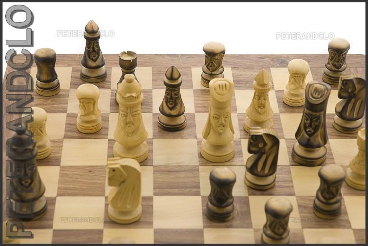 Echiquier jeu d 39 echecs bois 35 x35 cm fait main inde peterandclo 7356 - Echiquier en bois fait main ...