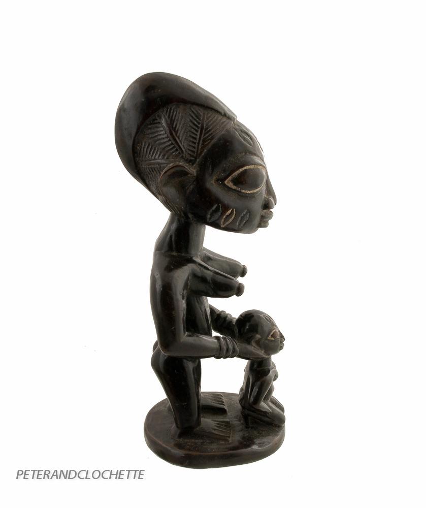 Statue africaine maternite yoruba culte de la fertilite for Chaise a palabre