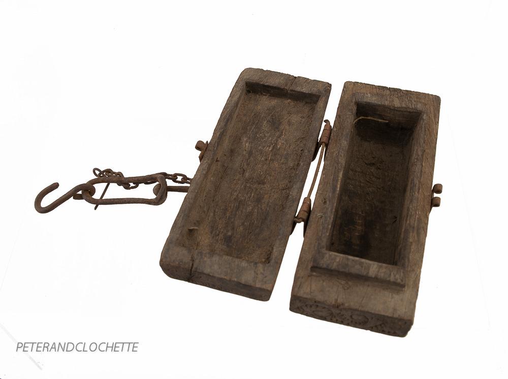 boite a epices ou tikka ancienne en bois origine inde. Black Bedroom Furniture Sets. Home Design Ideas