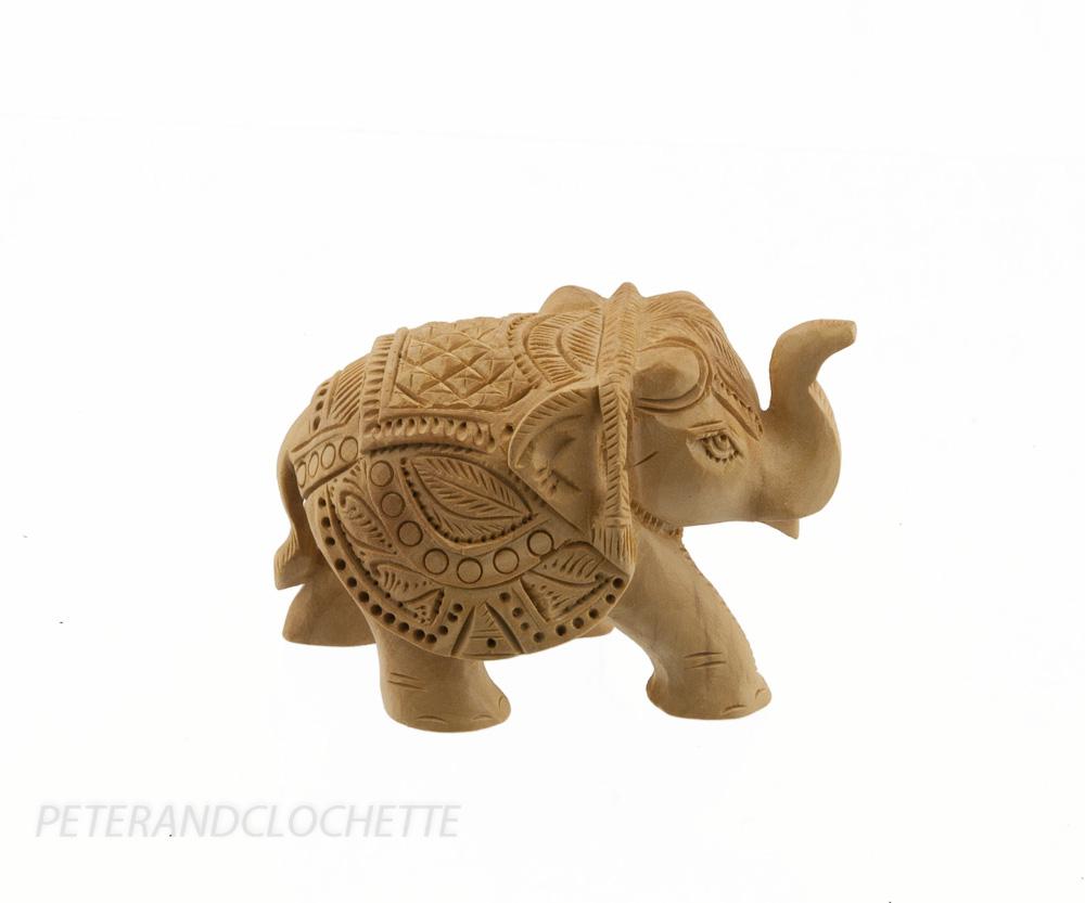 statuette lphant trompe en lair elephant africain trompe en lair en bois exotique artisanat. Black Bedroom Furniture Sets. Home Design Ideas
